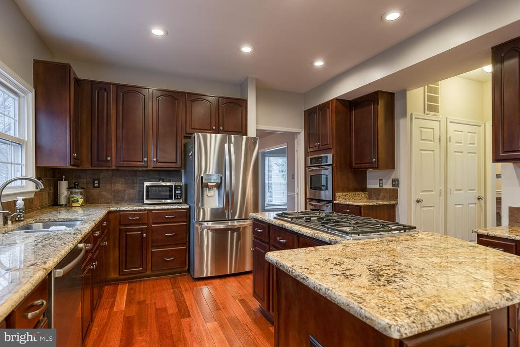 Stainless steel appliances - 47 CHRISTOPHER WAY, STAFFORD