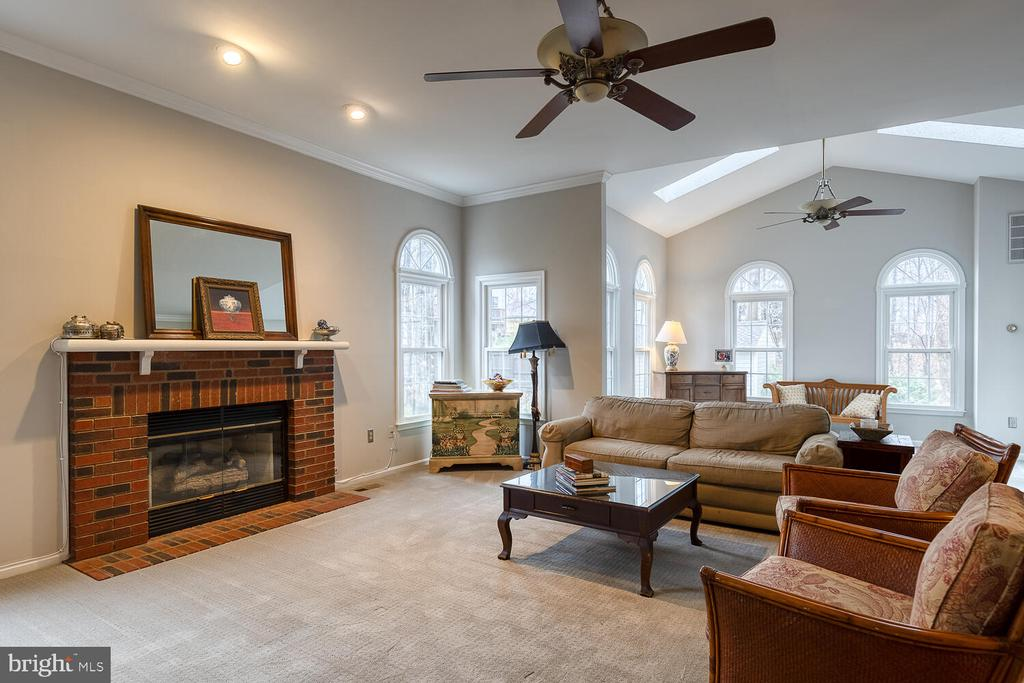 Great Room with gas fireplace - 47 CHRISTOPHER WAY, STAFFORD