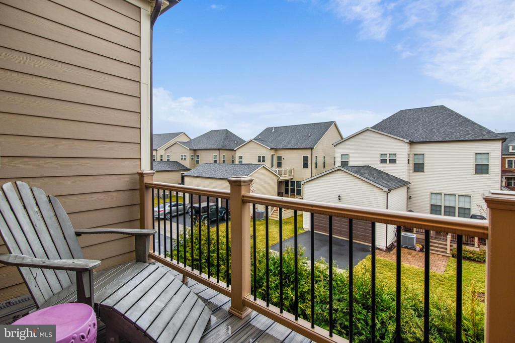 2ND TREX DECK OFF OF OWNER'S SUITE 2ND HOME OFFICE - 20800 EXCHANGE ST, ASHBURN