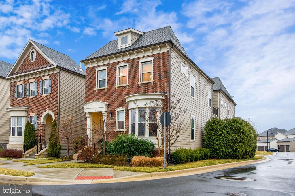 EXQUISITE CAMBERLEY  EXTENDED BACK BAY MODEL - 20800 EXCHANGE ST, ASHBURN