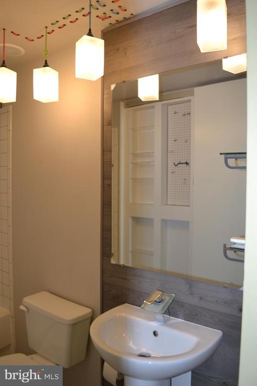 Master bath Vanity - 45060 BRAE TER #201, ASHBURN