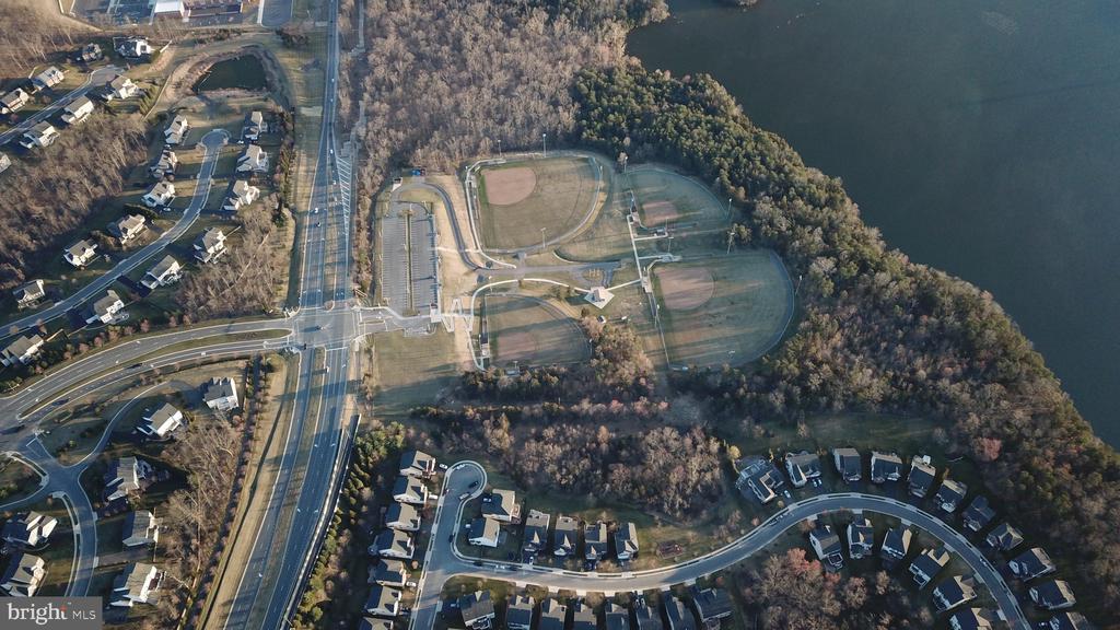 The community joint to Edgar Tillet baseball park - 21382 FAIRHUNT DR, ASHBURN