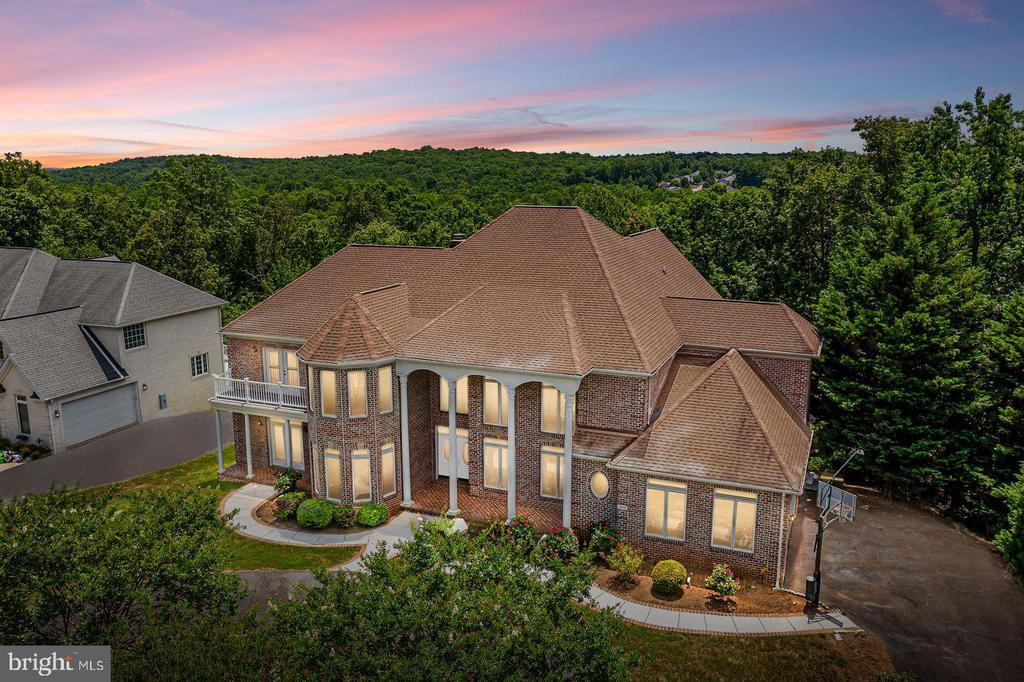 Welcome to this quality built custom home! - 3714 FAIRWAYS CT, FREDERICKSBURG