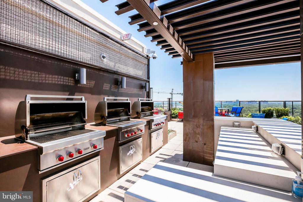 Grills, Grills and more grills - Happy Grilling - 851 N GLEBE RD #1717, ARLINGTON