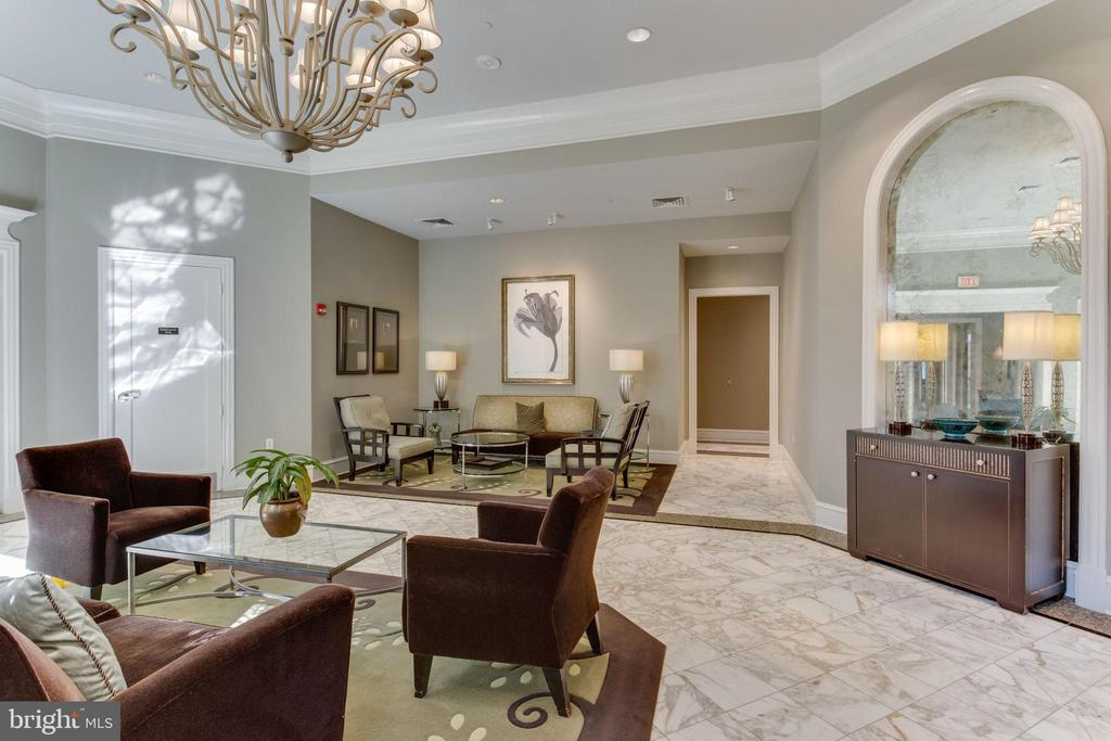 Gorgeous lobby and great little sitting areas - 851 N GLEBE RD #1717, ARLINGTON