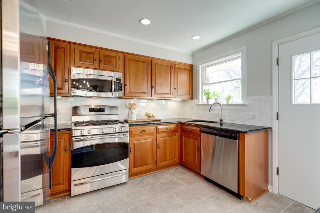 Stainless steel appliances (NEW dishwasher) - 604 N LATHAM ST, ALEXANDRIA