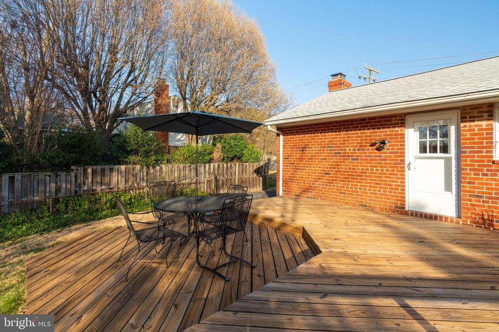 Rear deck with entrance to the kitchen - 604 N LATHAM ST, ALEXANDRIA