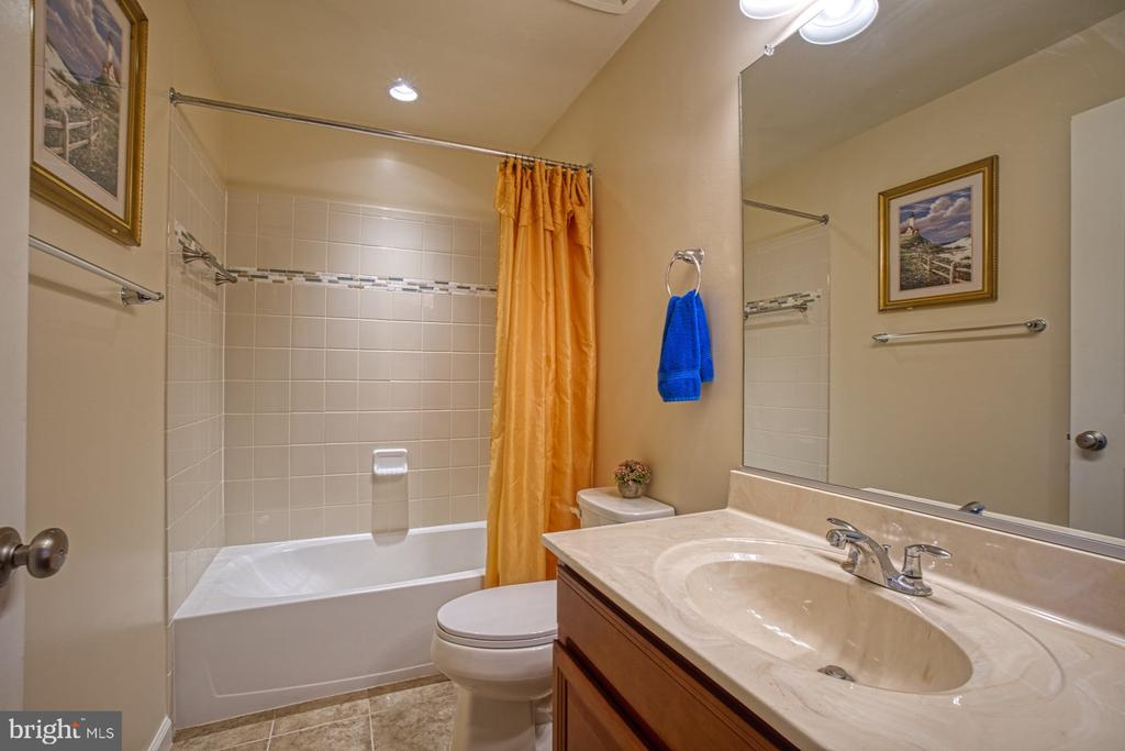 Second Full Bathroom with Tub Shower - 23399 CARTERS MEADOW TER, ASHBURN