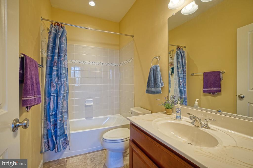Forth Bedroom Includes an En Suite - 23399 CARTERS MEADOW TER, ASHBURN