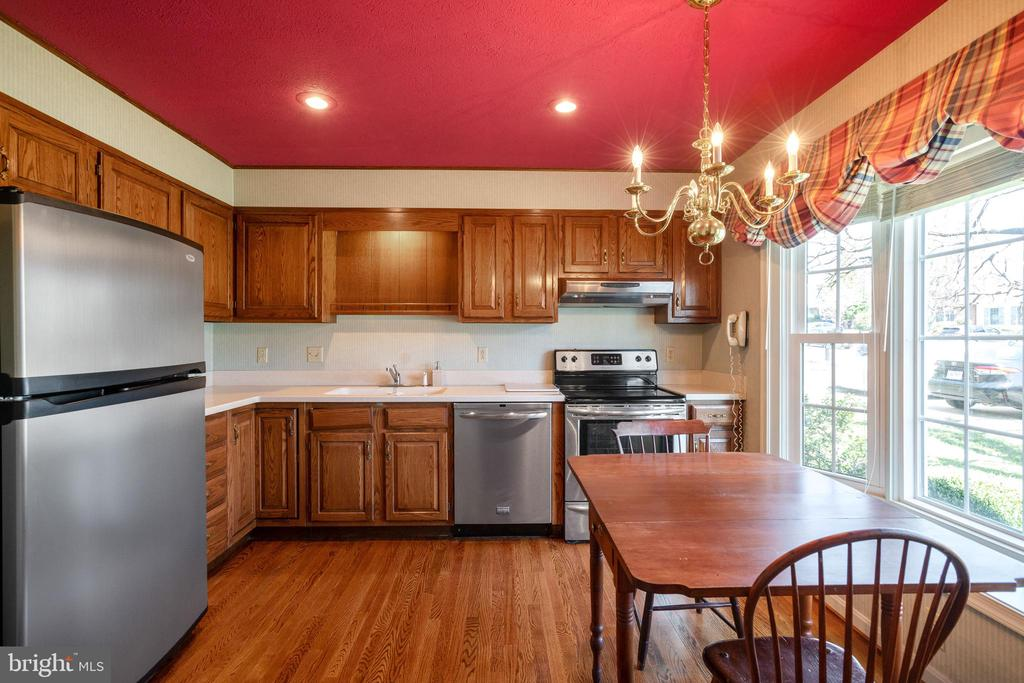 Kitchen with quartz countertops - 1993 CIDERMILL LN, WINCHESTER