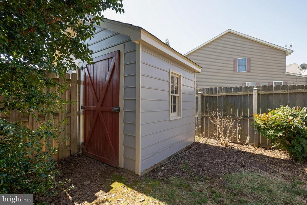 Lovely shed! - 1993 CIDERMILL LN, WINCHESTER