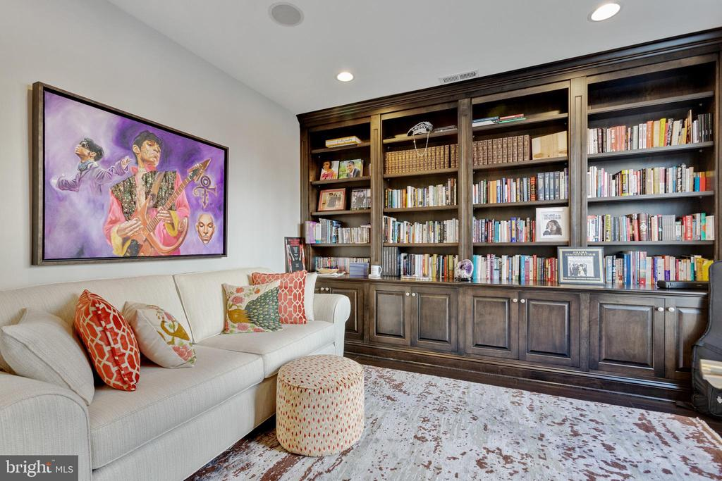 Library with built-in bookcases (upgrade) - 312 GOODALL ST, GAITHERSBURG