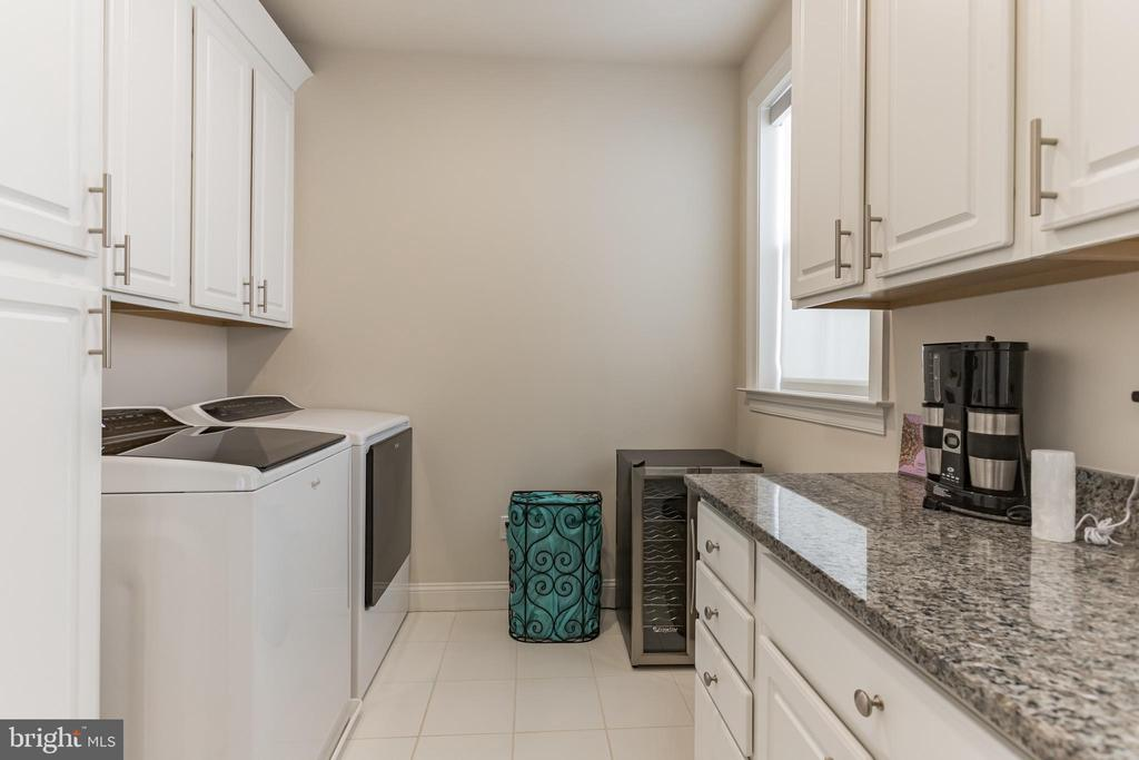 laundry room on upper level with upgraded counters - 312 GOODALL ST, GAITHERSBURG
