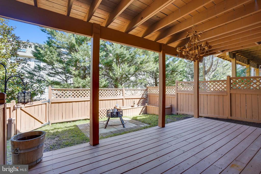 Patio and fire pit space in back yard. - 4124 TROWBRIDGE ST, FAIRFAX