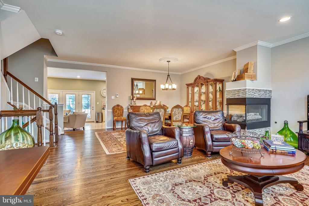 Open floorpan with hardwood floors. - 4124 TROWBRIDGE ST, FAIRFAX