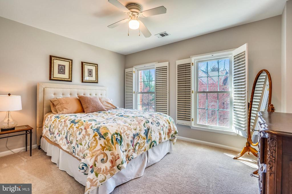 Bright bedroom #3 w/plantation shutters. - 4124 TROWBRIDGE ST, FAIRFAX