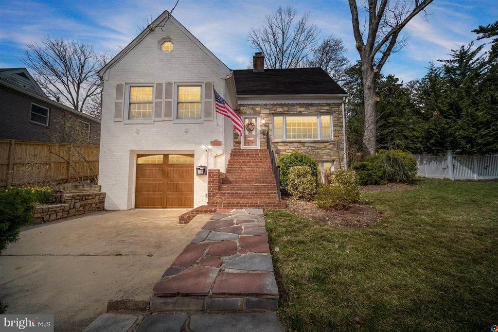 Welcome to 3008 Russell Road! - 3008 RUSSELL RD, ALEXANDRIA