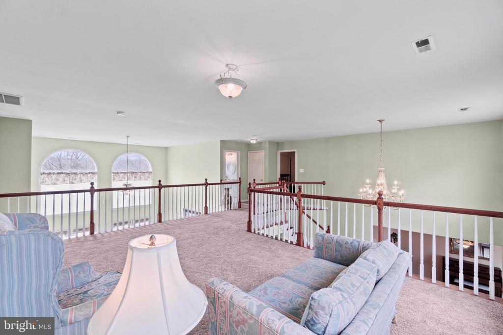 Upper level loft /bonus room view to downstairs - 39 BETHANY WAY, FREDERICKSBURG