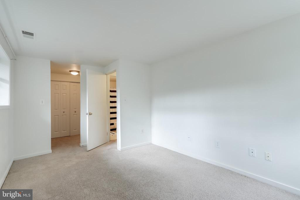 Bedroom 1 with access to bathroom - 9737 HELLINGLY PL #30, GAITHERSBURG