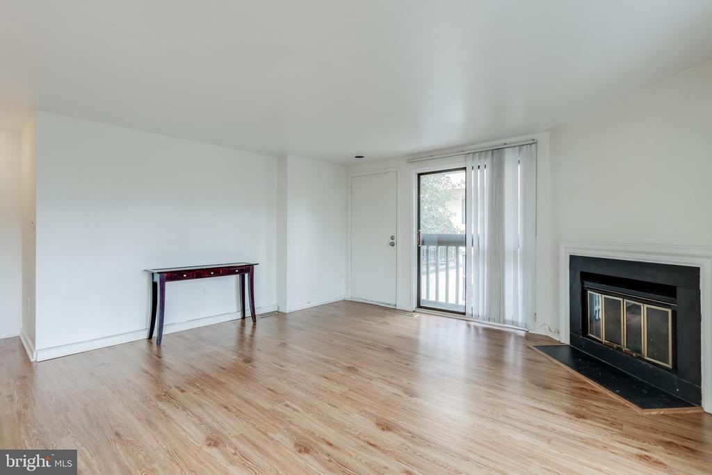 Living area - 9737 HELLINGLY PL #30, GAITHERSBURG