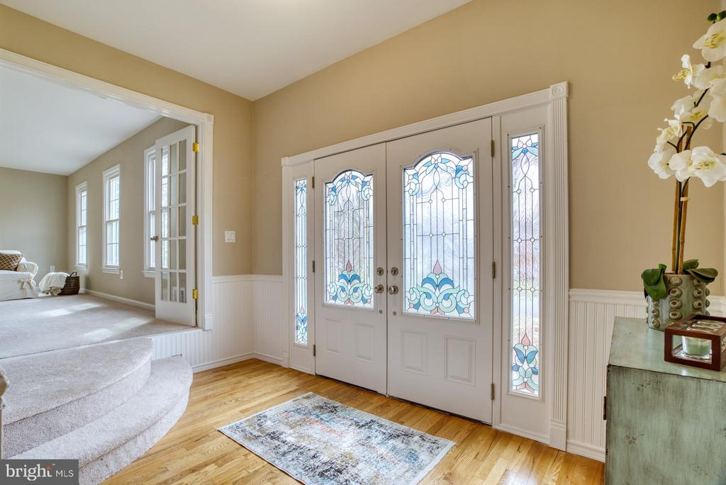 Large foyer - 7804 ATTLEBORO DR, SPRINGFIELD