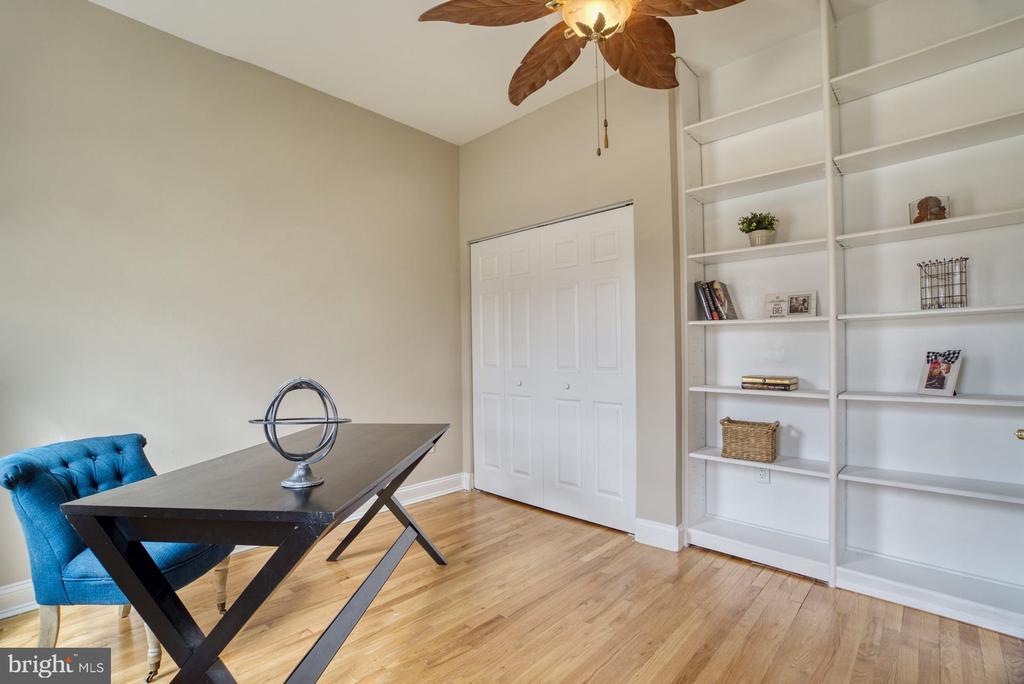 Main level office or bedroom - 7804 ATTLEBORO DR, SPRINGFIELD