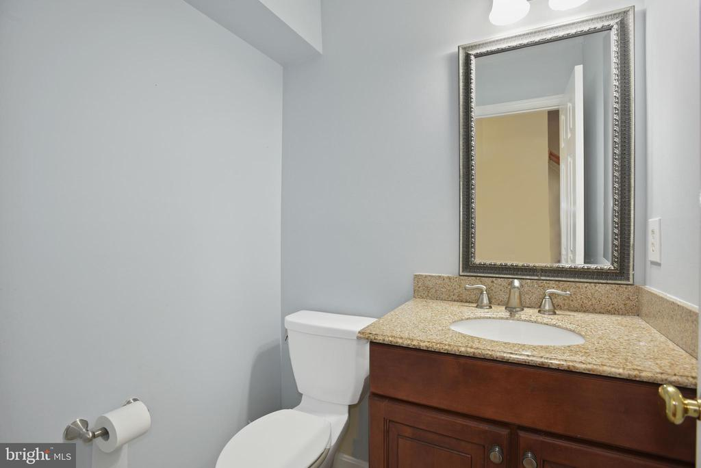 1/2 bath on main level - 1510 MEADOW CHASE DR, HERNDON