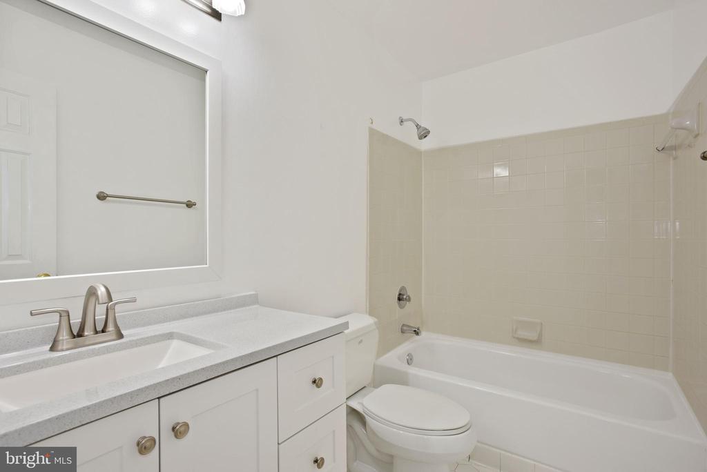 hall bathroom - 1510 MEADOW CHASE DR, HERNDON