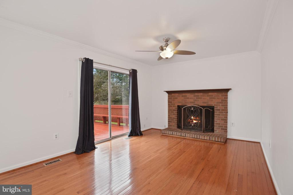 Family room with wood-burning fireplace - 1510 MEADOW CHASE DR, HERNDON