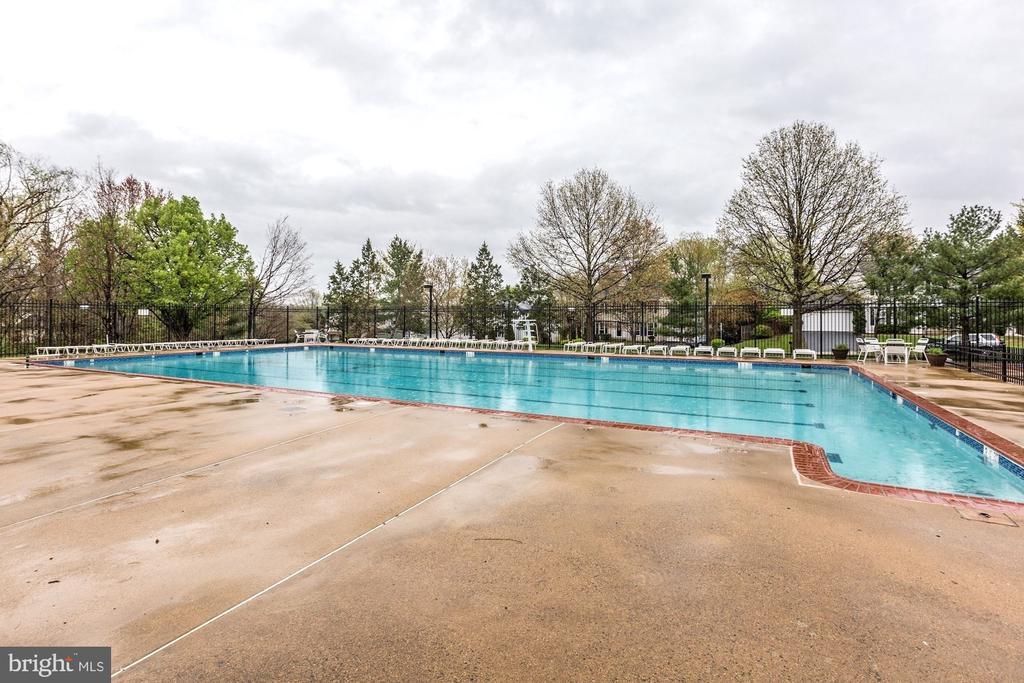 Neighborhood outdoor pool - 1510 MEADOW CHASE DR, HERNDON