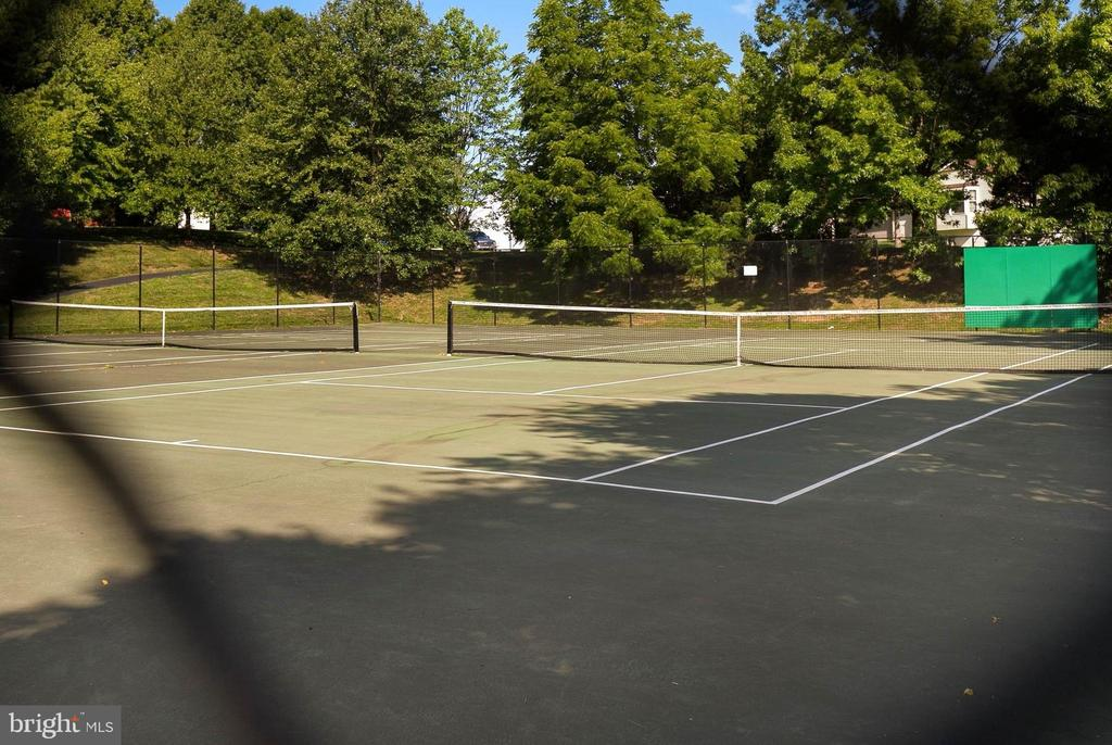 Tennis Courts - 1510 MEADOW CHASE DR, HERNDON