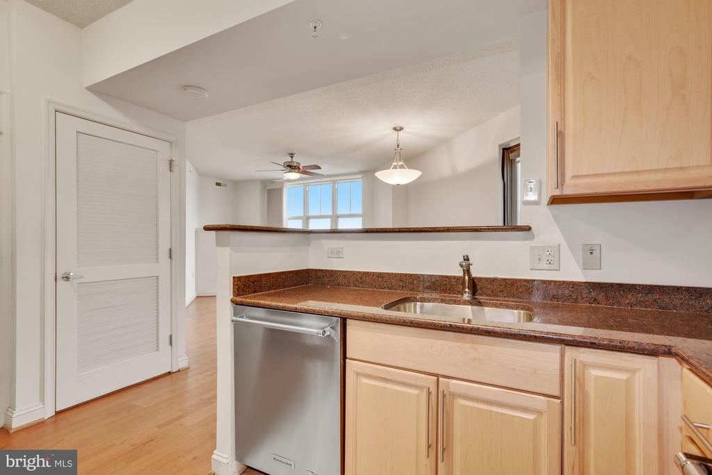 Kitchen with Granite - 11760 SUNRISE VALLEY DR #1004, RESTON
