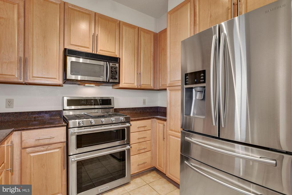 Kitchen with Granite and SS - 11760 SUNRISE VALLEY DR #1004, RESTON