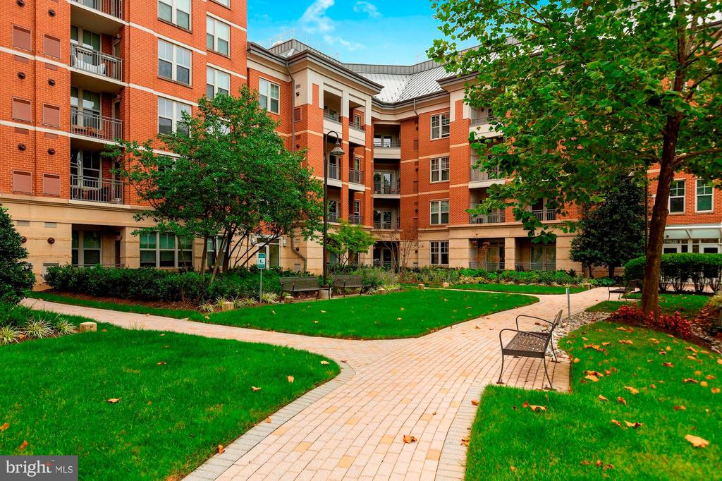 - 11760 SUNRISE VALLEY DR #1004, RESTON