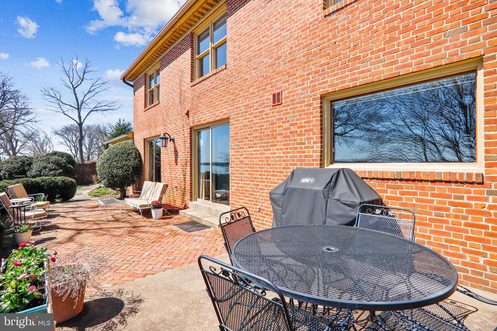 Two sliding glass doors lead to upper patio - 3903 BELLE RIVE TER, ALEXANDRIA