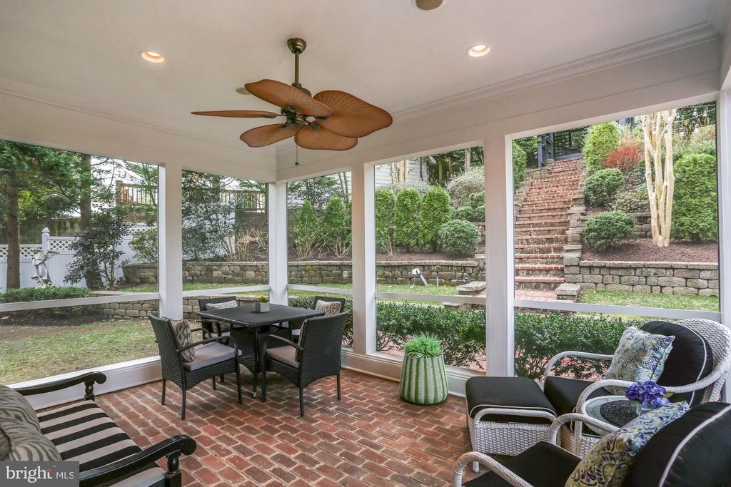 Cheerful Screened Porch - 2424 N EDGEWOOD ST, ARLINGTON