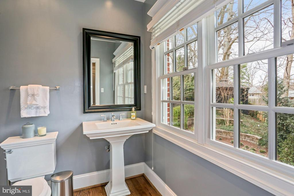 One of Two Main Level Powder Rooms - 2424 N EDGEWOOD ST, ARLINGTON
