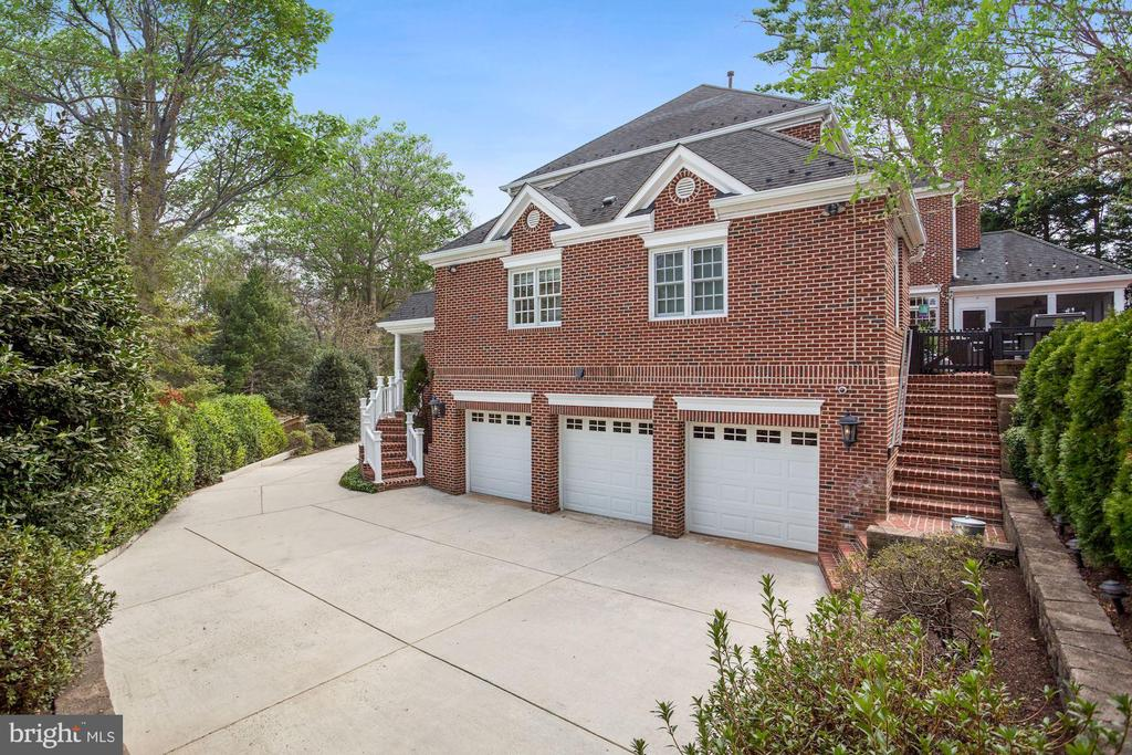 3-Car Garage and Motor Court - 2424 N EDGEWOOD ST, ARLINGTON