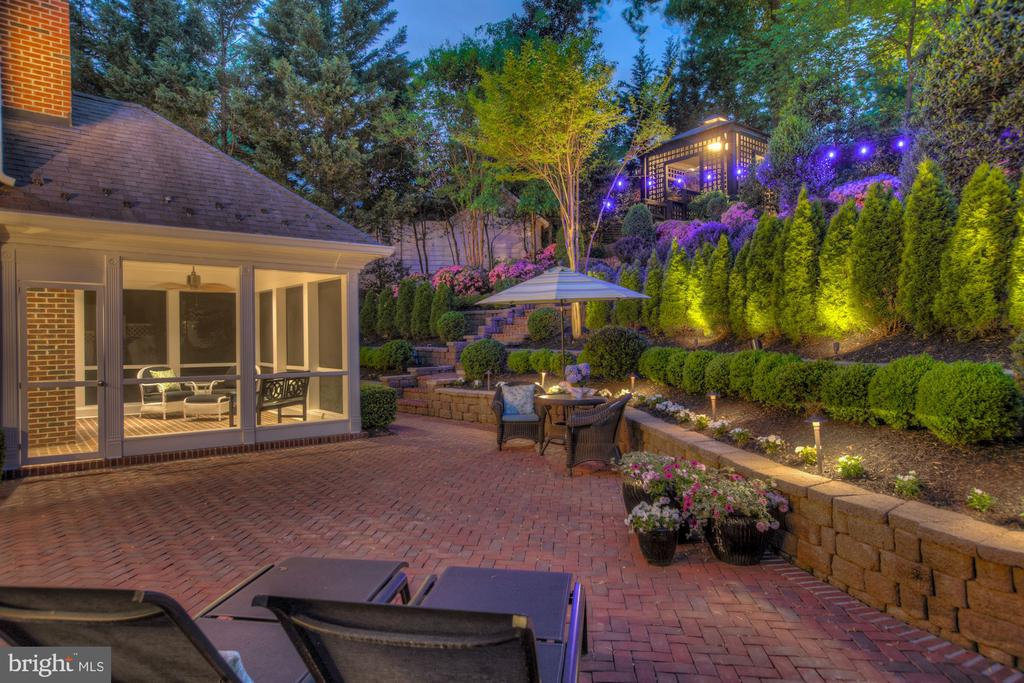 Entertainer's Dream Terrace - 2424 N EDGEWOOD ST, ARLINGTON