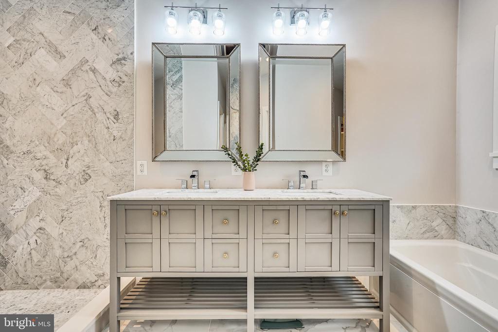 Primary Bathroom - 1605 BALTIMORE RD, ALEXANDRIA