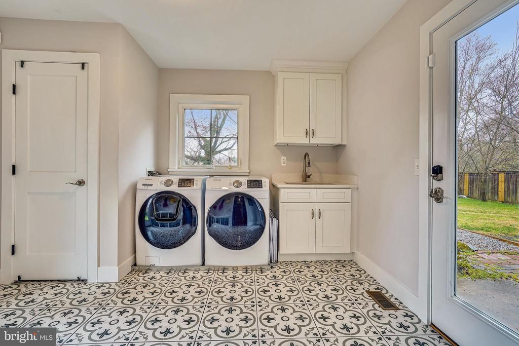 Mud/Laundry Room - 1605 BALTIMORE RD, ALEXANDRIA