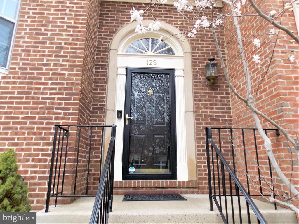 Front Door - 123 GRETNA GREEN CT, ALEXANDRIA