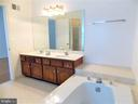 Master Bathroom, double vanity, Jacuzzi - 123 GRETNA GREEN CT, ALEXANDRIA
