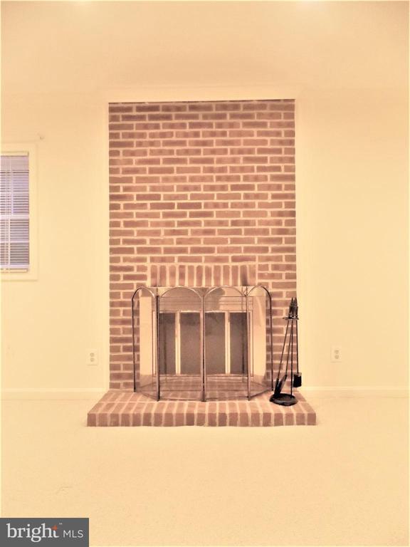 Fireplace - 123 GRETNA GREEN CT, ALEXANDRIA