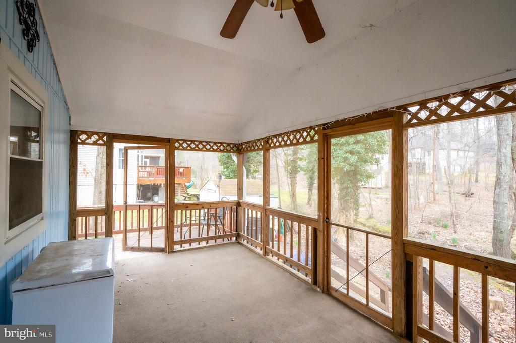Large Screened in Porch - 106 MONROE ST, LOCUST GROVE