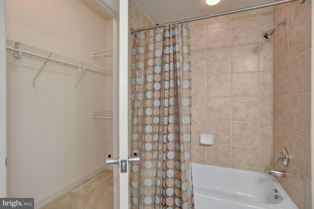 Bath 2 - 11760 SUNRISE VALLEY DR #1004, RESTON