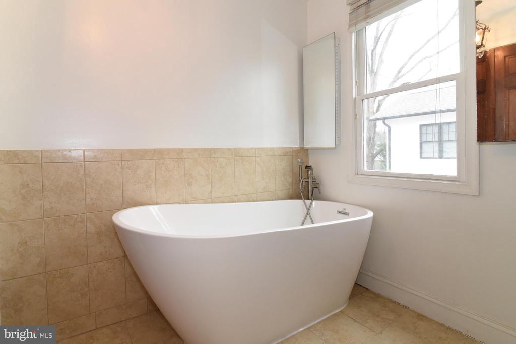 Bathroom 2 - 4624 13TH ST N, ARLINGTON