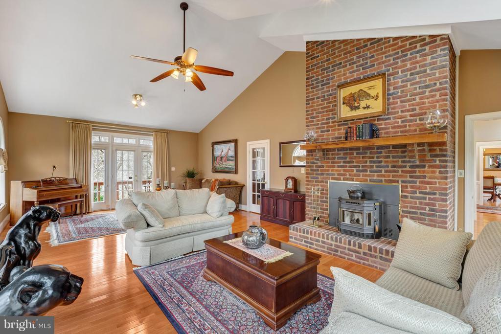Great Room - Cozy Fireplace - 5722 WINDSOR GATE LN, FAIRFAX