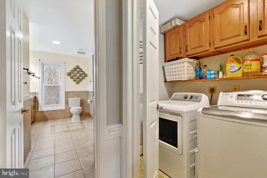Upper Level Laundry - 5722 WINDSOR GATE LN, FAIRFAX