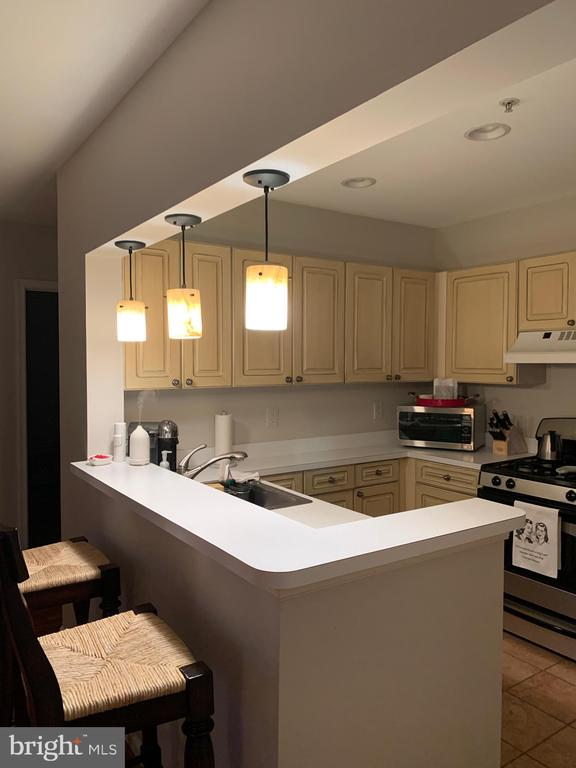 beautiful kitchen with stainless steel appliances - 20303 BEECHWOOD TER #303, ASHBURN